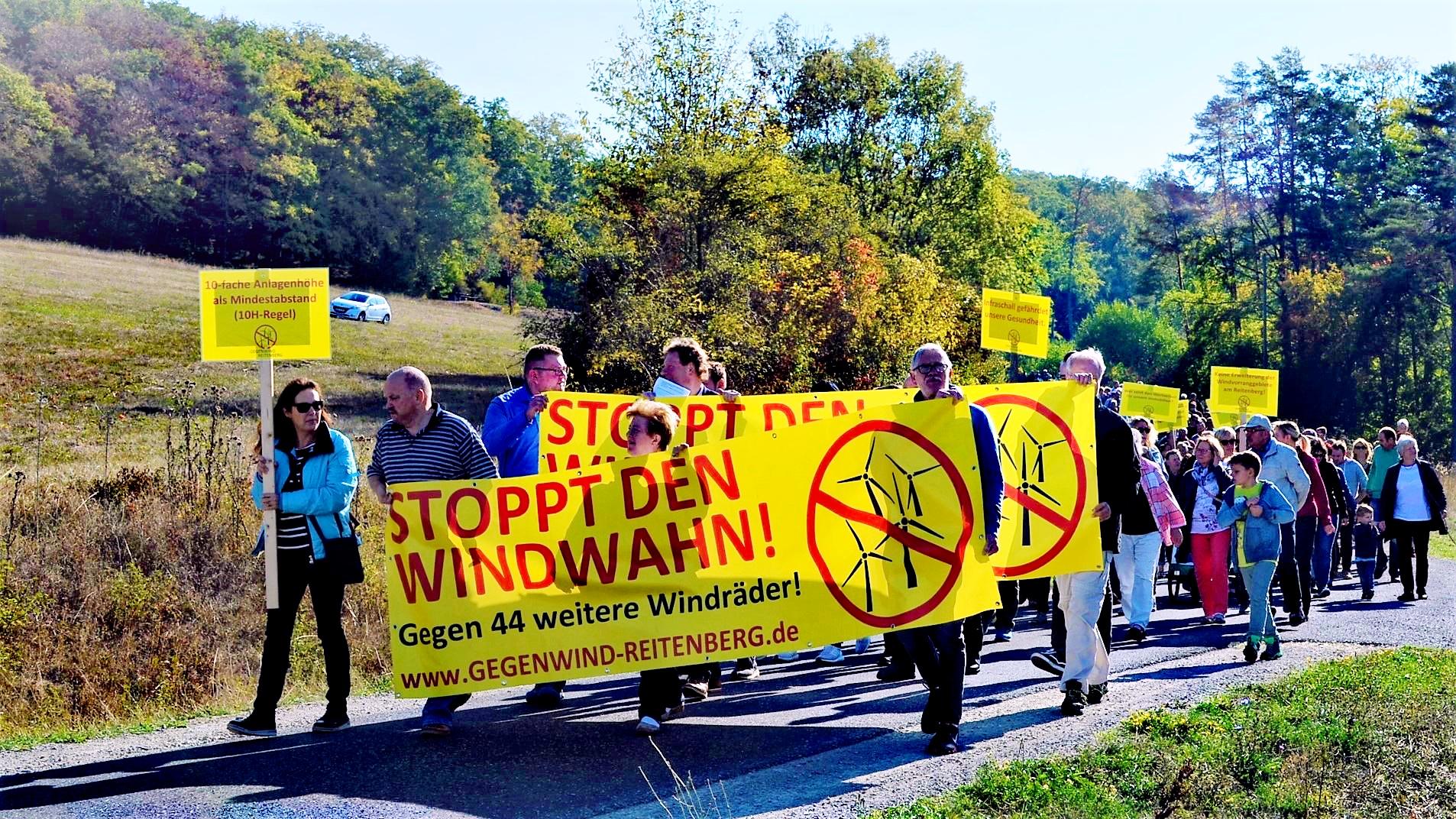 Gegendwind-Demo auf dem Harsberg bei Lauterbach
